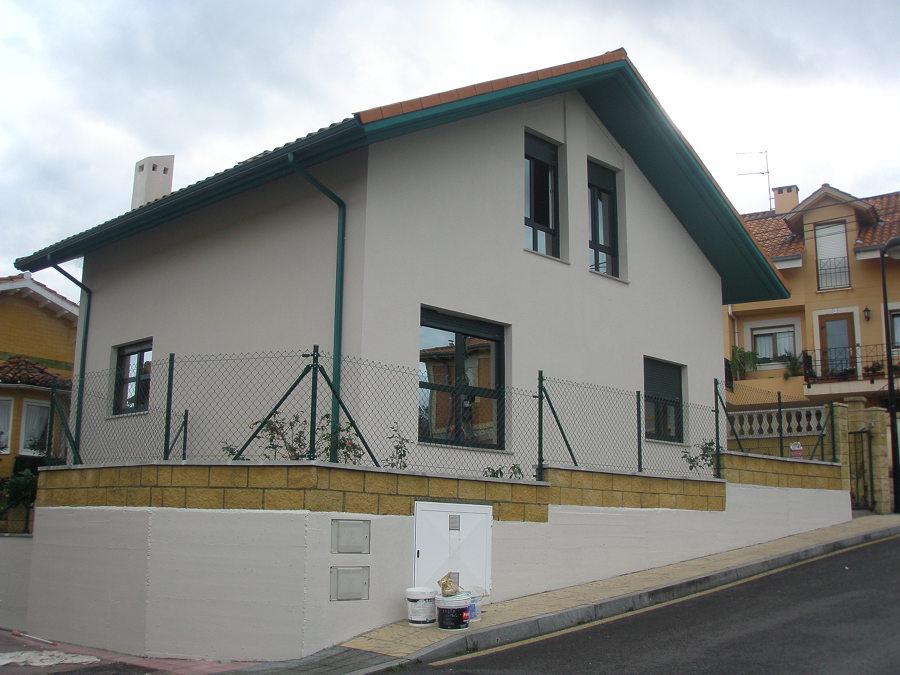 Foto fachada de chalet de walter aguirre 519711 for Fachadas chalets clasicos