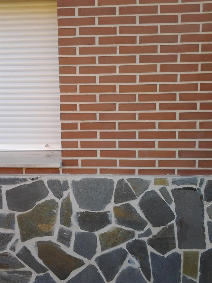 Fachada De Piedra Y Ladrillo Cara Vista