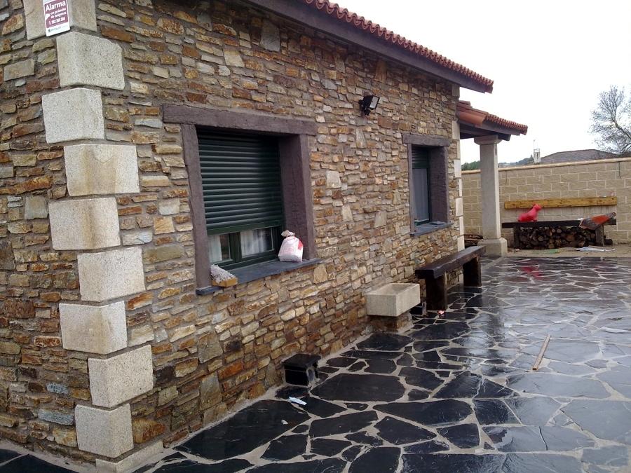 Foto fachada de piedra de habitat rustico europa sl for Fachadas rusticas de piedra y ladrillo