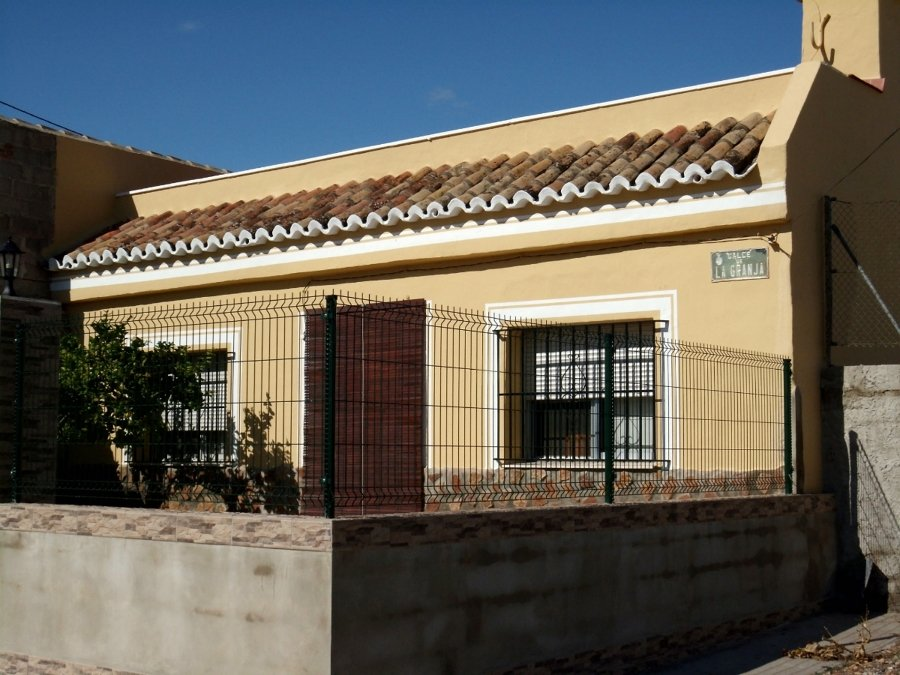 Foto fachada frontal casa de campo de jcp impermeabilizaciones pintura y alisados 272574 - Fachadas casas de campo ...