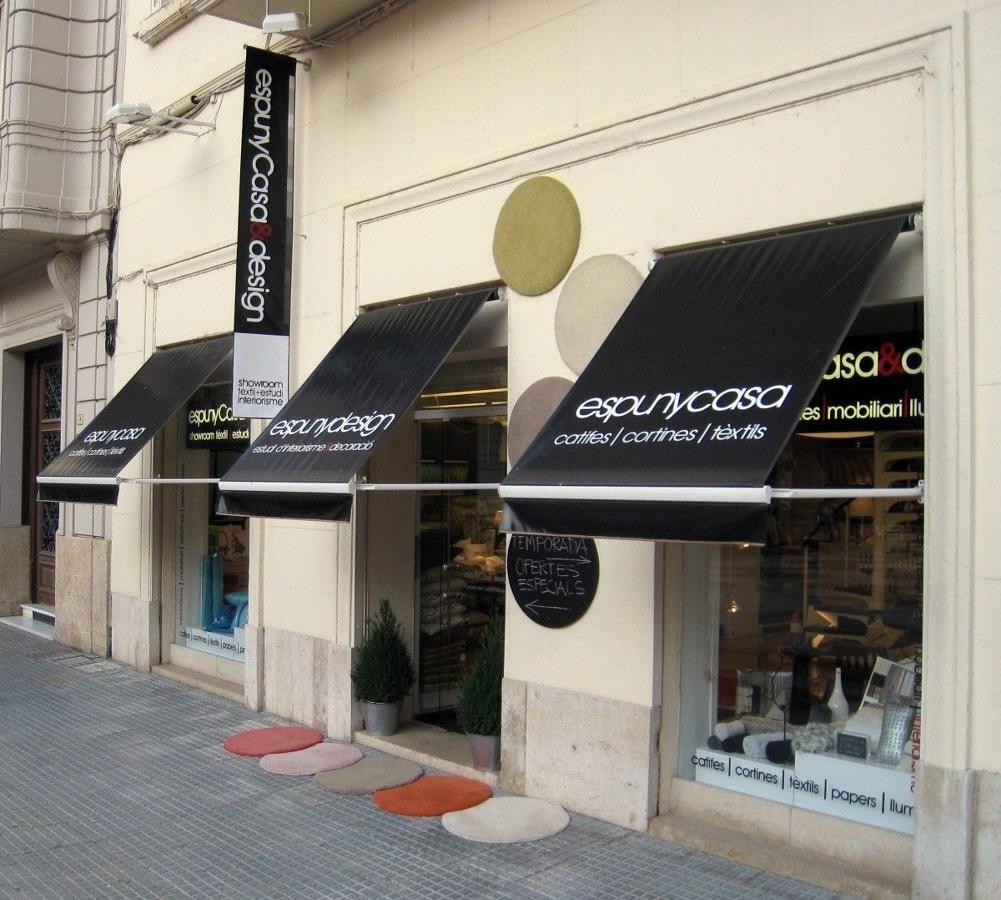 Foto fachada local comercial propio de espuny casa for Locales comerciales modernos exterior