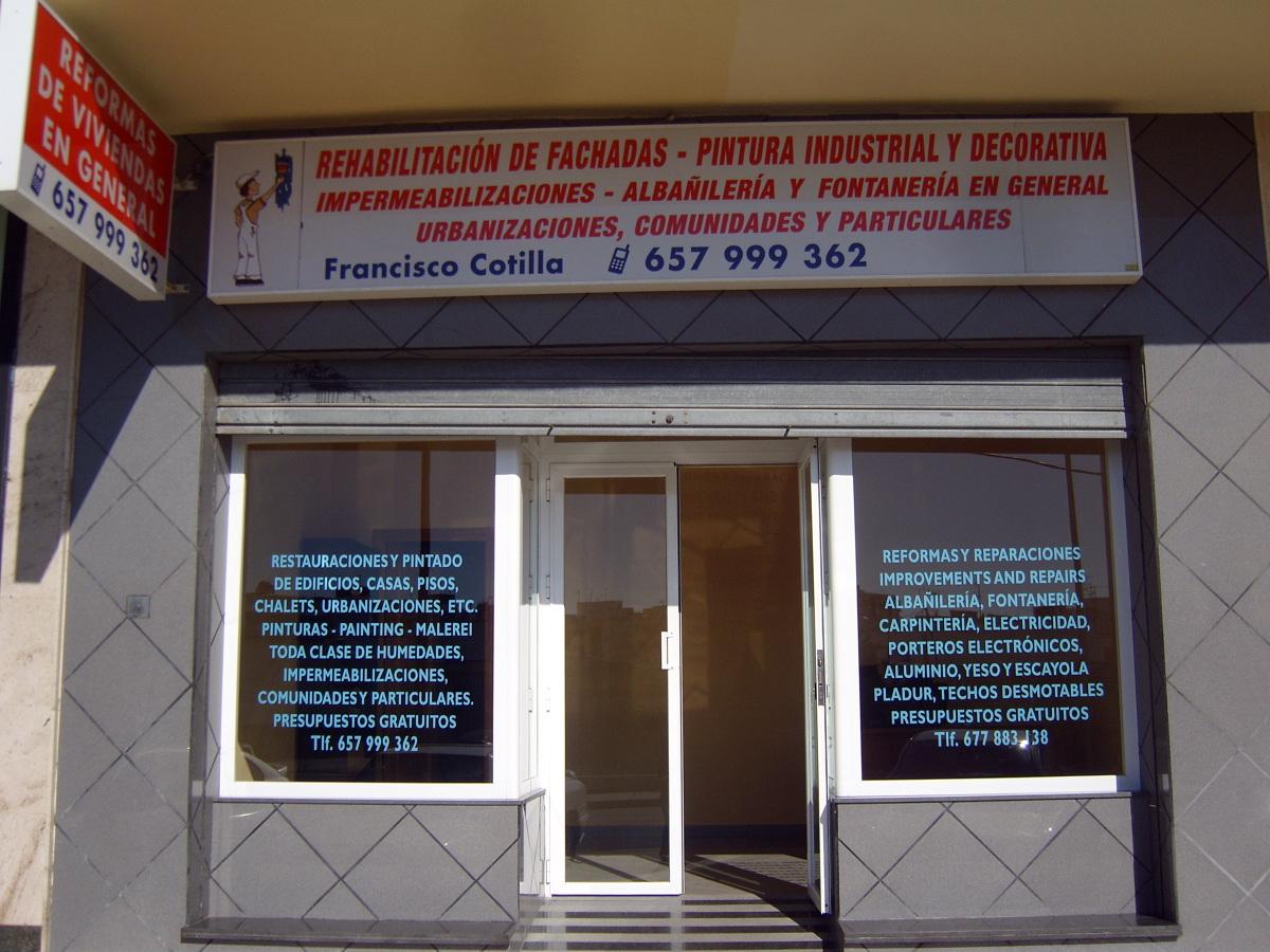 Foto fachada oficina de cotiservi 194573 habitissimo for Fachadas para oficinas