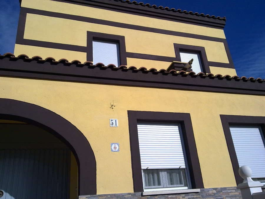 Foto fachada pintada de reformas gregorio 190678 - Fachadas de casas pintadas ...