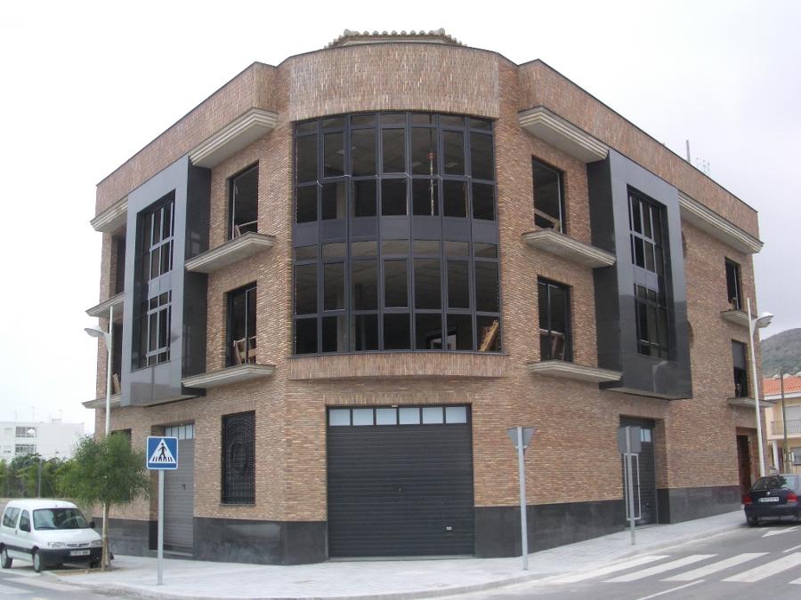 Foto fachada principal de edificio plurifamiliar de nueva - Arquitectos en soria ...
