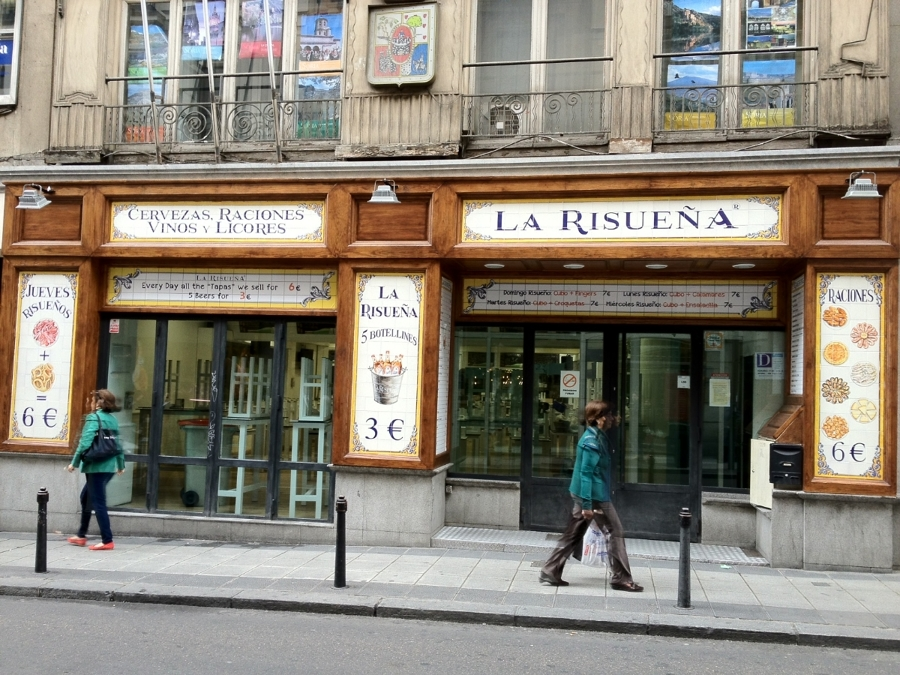 Foto fachada restaurante en madrid la risue a de for Fachadas de restaurantes modernos