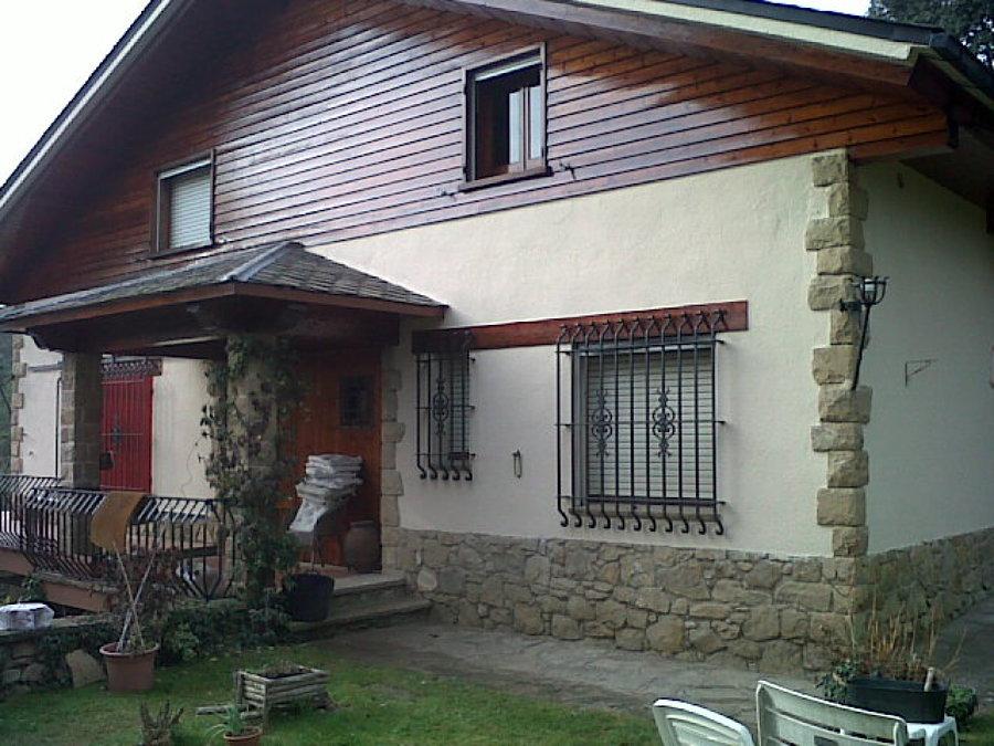 Fachada rústica en la localidad de Castellterçol
