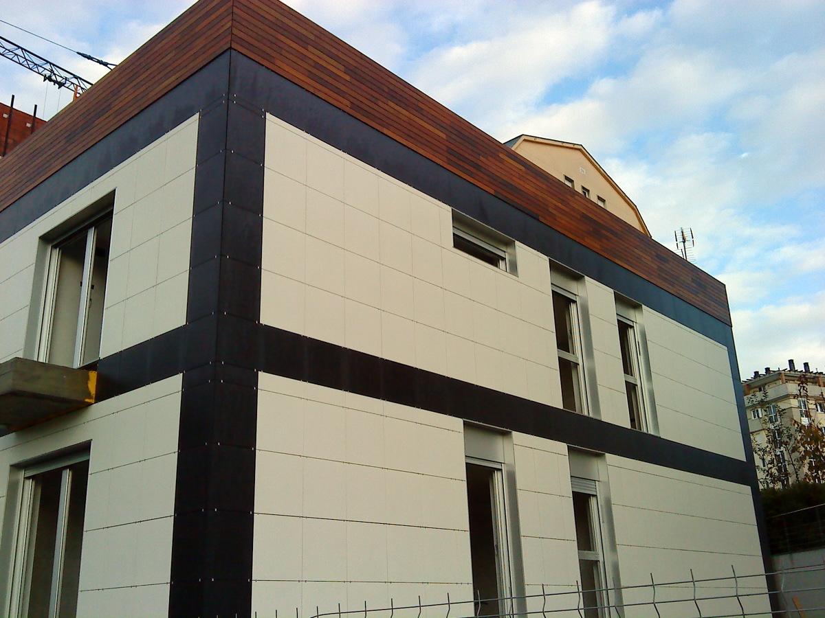 Foto fachada ventilada porcelanico y madera de granitos - Precio fachada ventilada ...