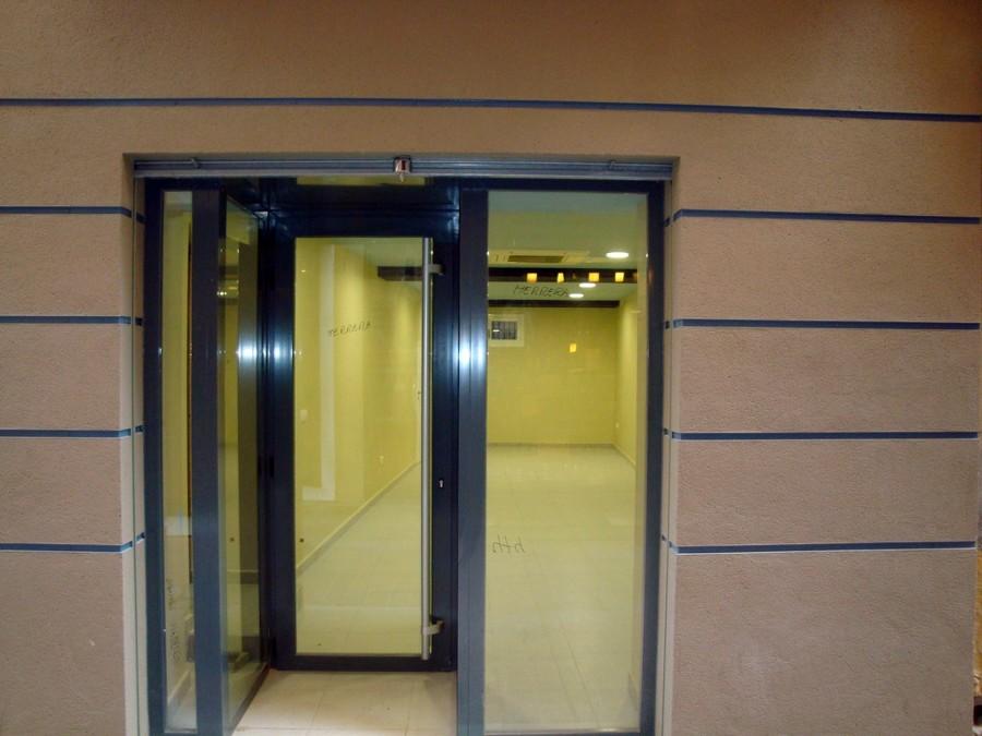 Fachada y puerta