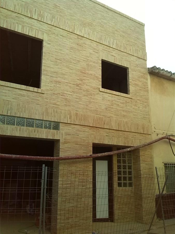 Foto fachadas de ladrillo caravista envejecido de construcciones y rehabilitaciones de teruel s - Fachadas ladrillo rustico ...