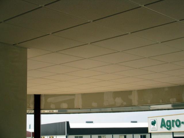Falso techo de escayola aligerada