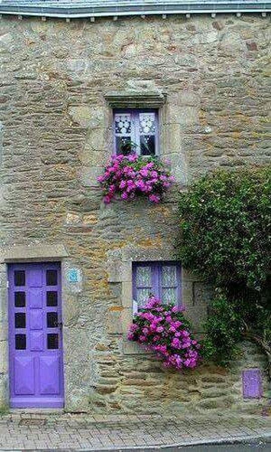 Foto ventanales de bugambilla para masias o pazos de j l for Jardineria a domicilio barcelona