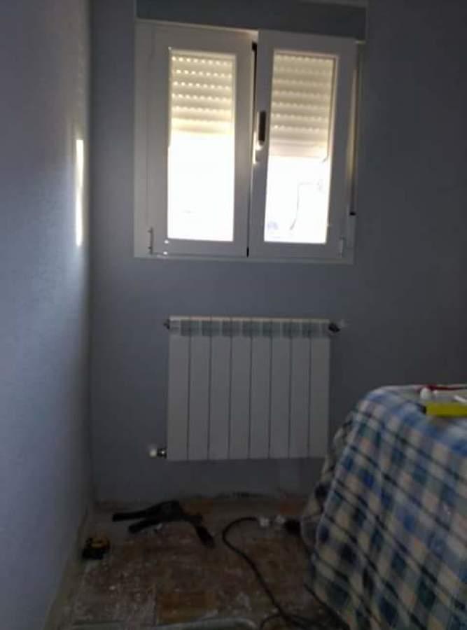 punto de radiador e instalacion de ventana oscilobatiente con rotura de puente termico