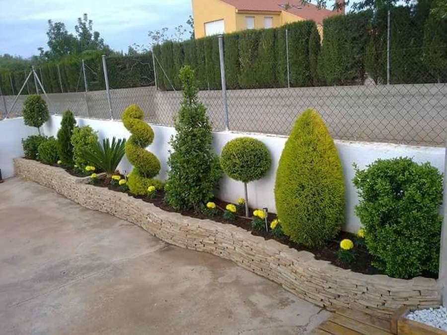 Foto jardinera elaborada con piedra de mamposteria de - Piedras para jardineras ...