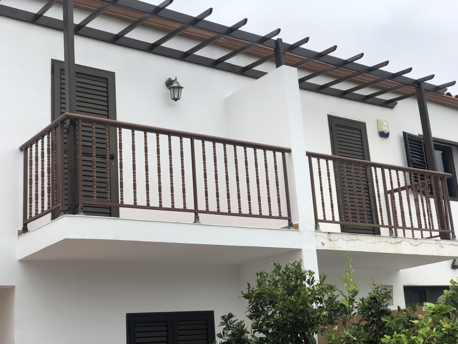 Pintura de fachada y restauración de pérgola