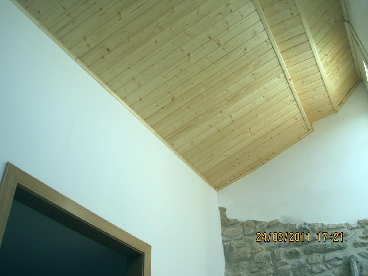 Forrado de techos por la empresa Carpintería Javier Latorre.