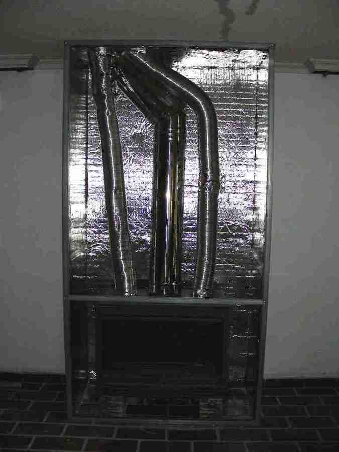 Forrado del interior de una chimenea con aislante apropiado