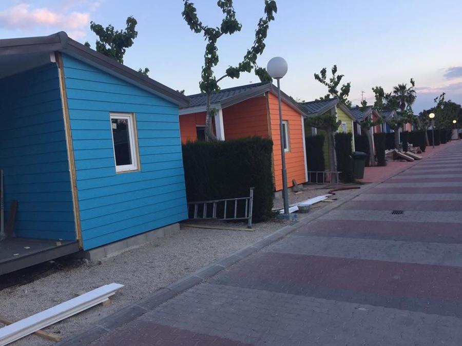 Decoración de casas prefabricadas en Camping Internacional la Marina-Elche (A).