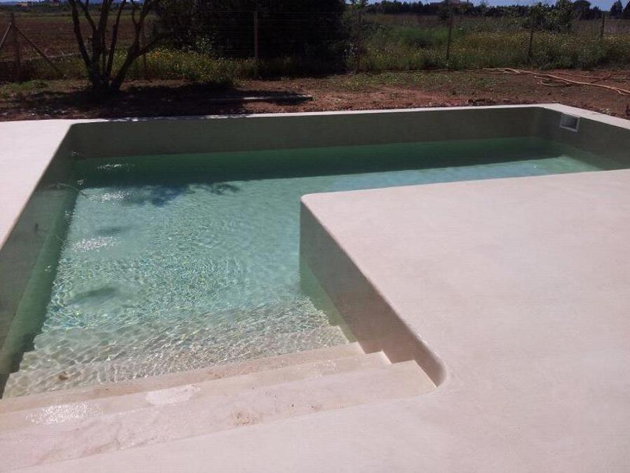 Foto foto 4mm decoraci n de micro cemento en borde for Precio de piscinas de cemento