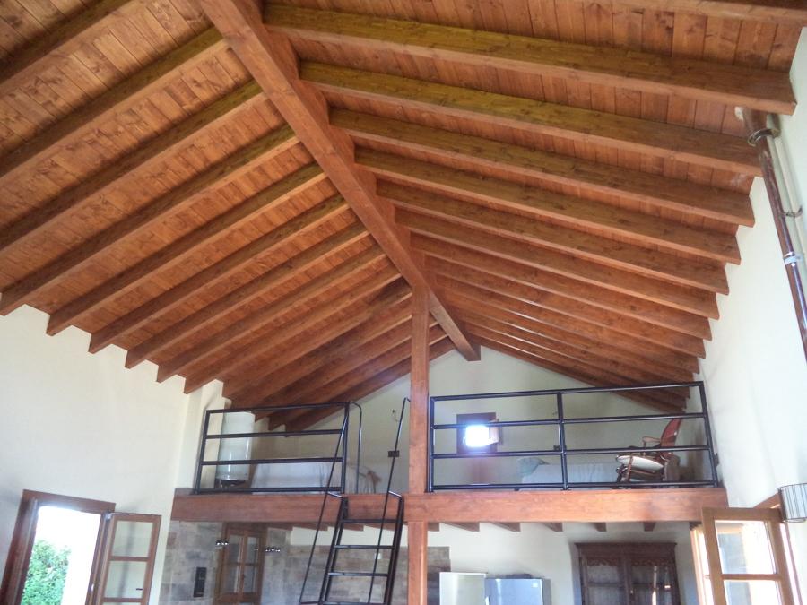 Foto cubierta madera laminada de construcciones san juan for Tejados madera segovia