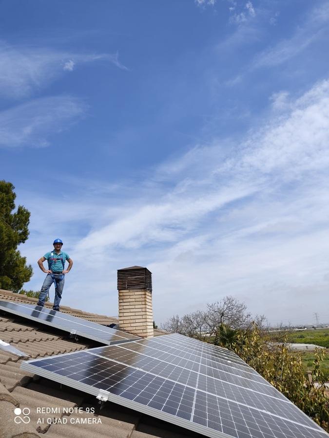 Instalación placas solares en tejado vivienda unifamiliar