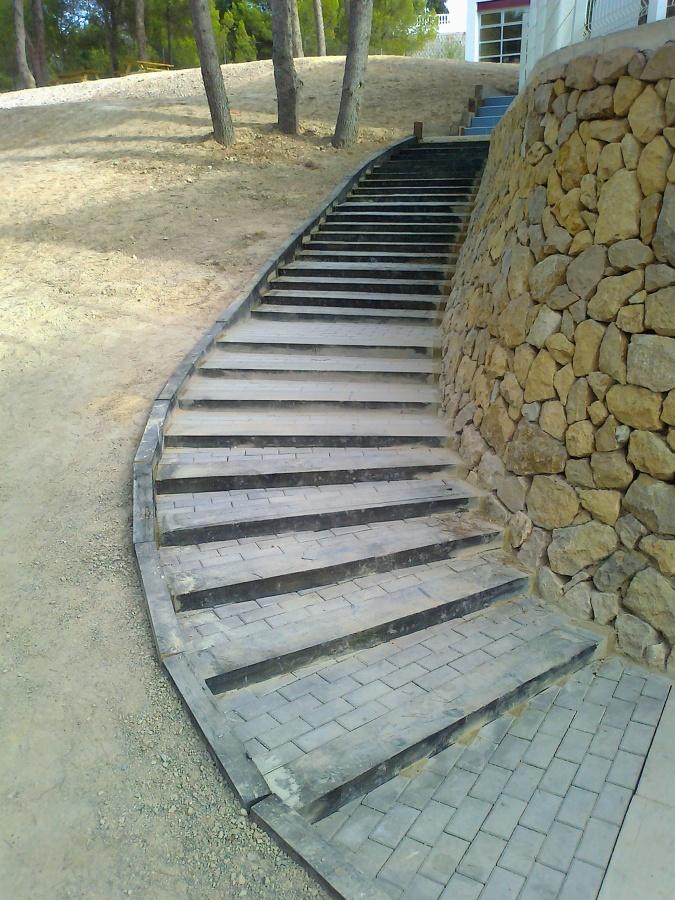 Escalera de adoquines