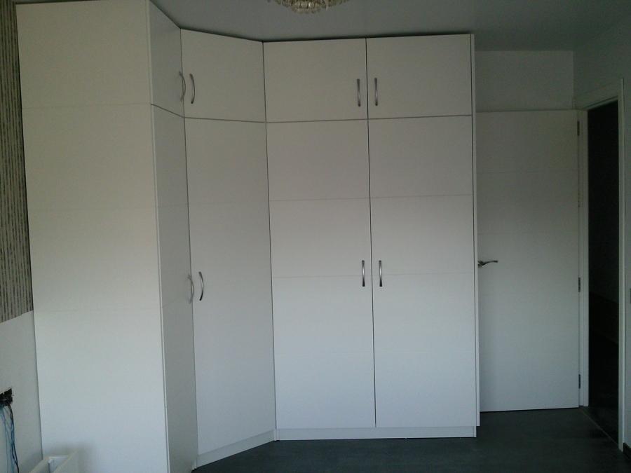 Foto armario de rinc n con puertas abatibles de arteva90 - Armarios de rincon ...