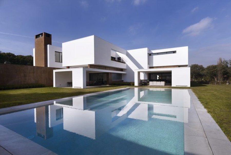 Foto piscina privada en la moraleja madrid de for Piscinas privadas madrid