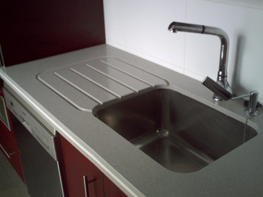 Foto fregadero bajoencimera con escurridor labrado de for Fregaderos modernos