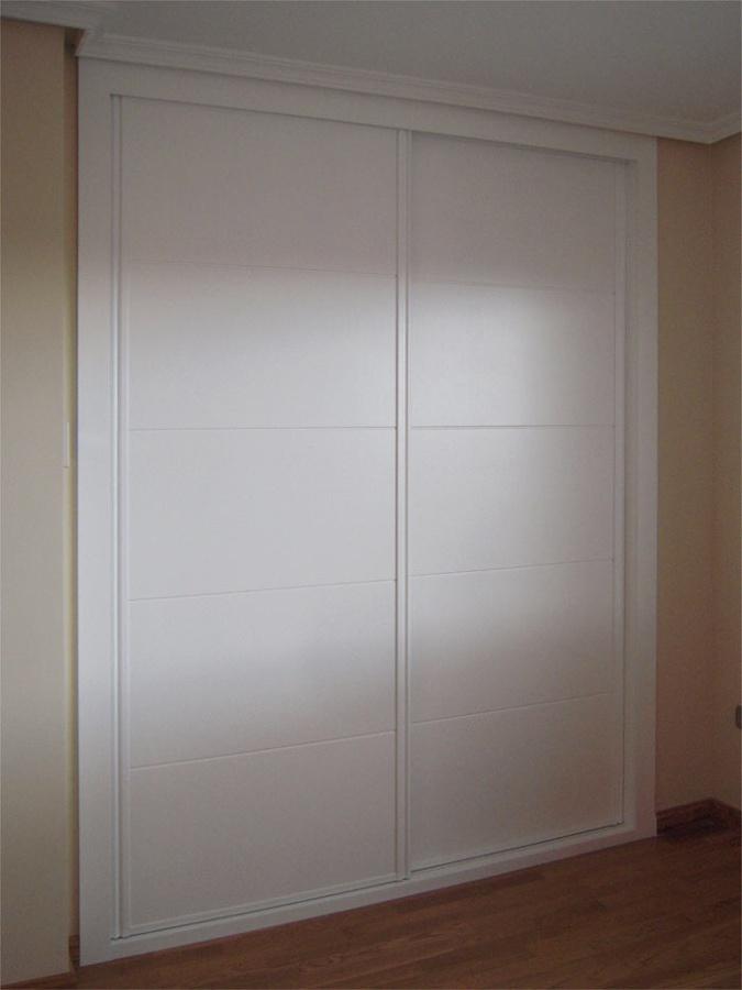 Foto frente armario lacado de jeyfe 548634 habitissimo - Decorar armarios empotrados ...