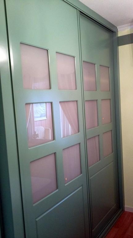 Foto frente corredera lacado de puertas y armario a - Frente armario corredera ...