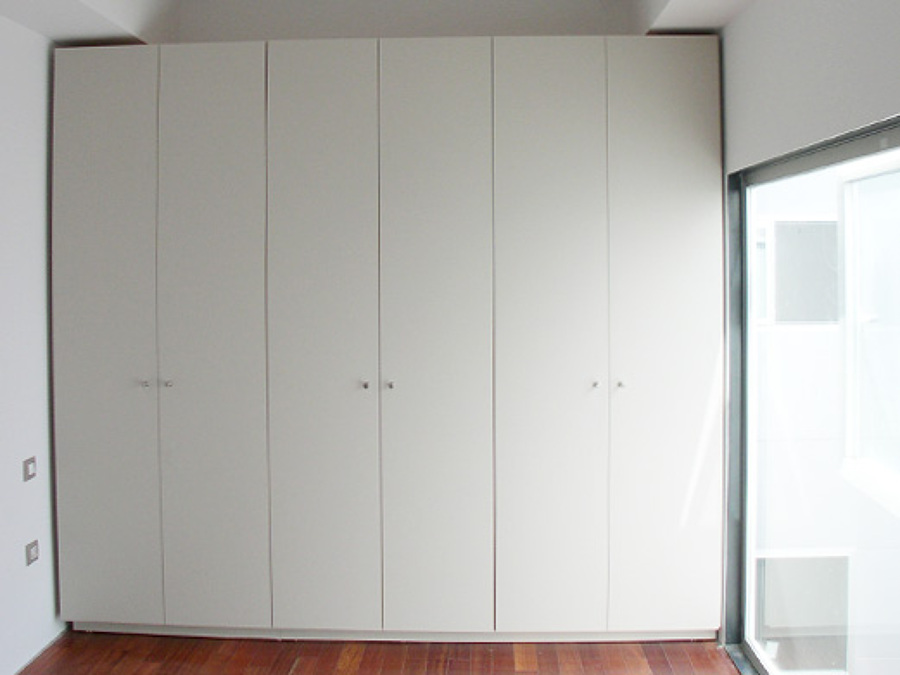 Foto frente de armario abatible lacado en blanco de for Frentes de armarios de cocina