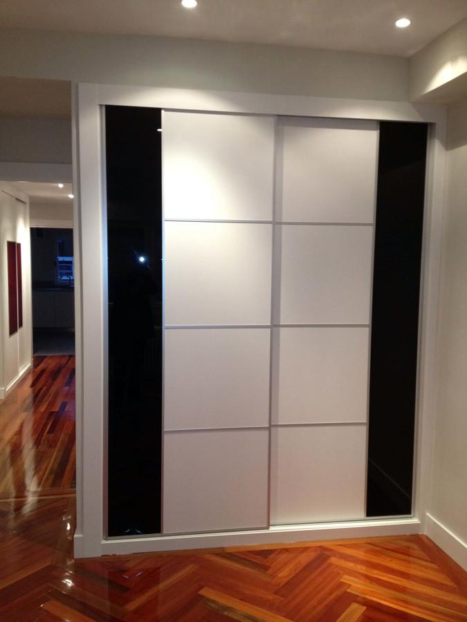 Frente de armario blanco y negro