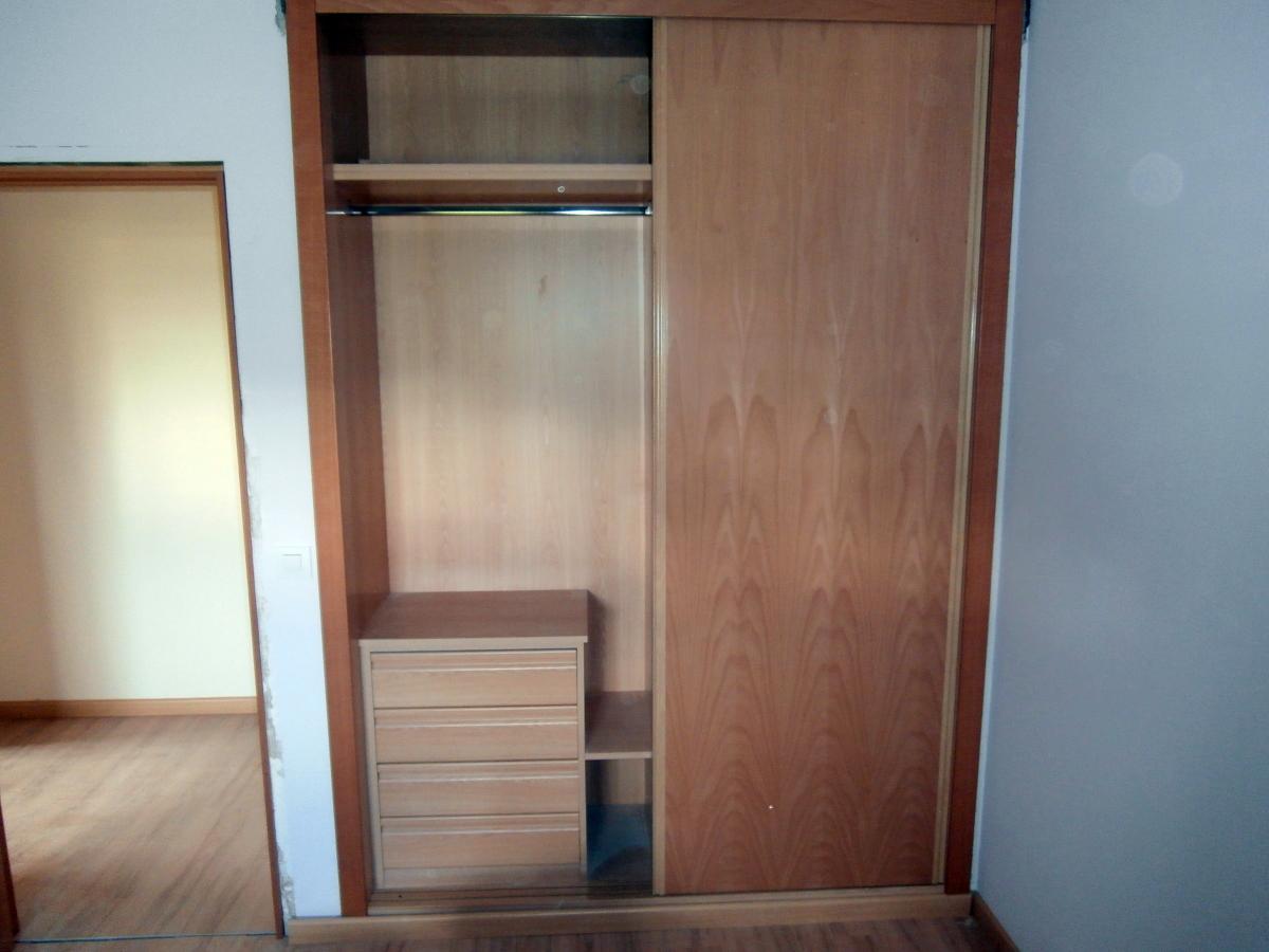 Frente de armario corredero e interior