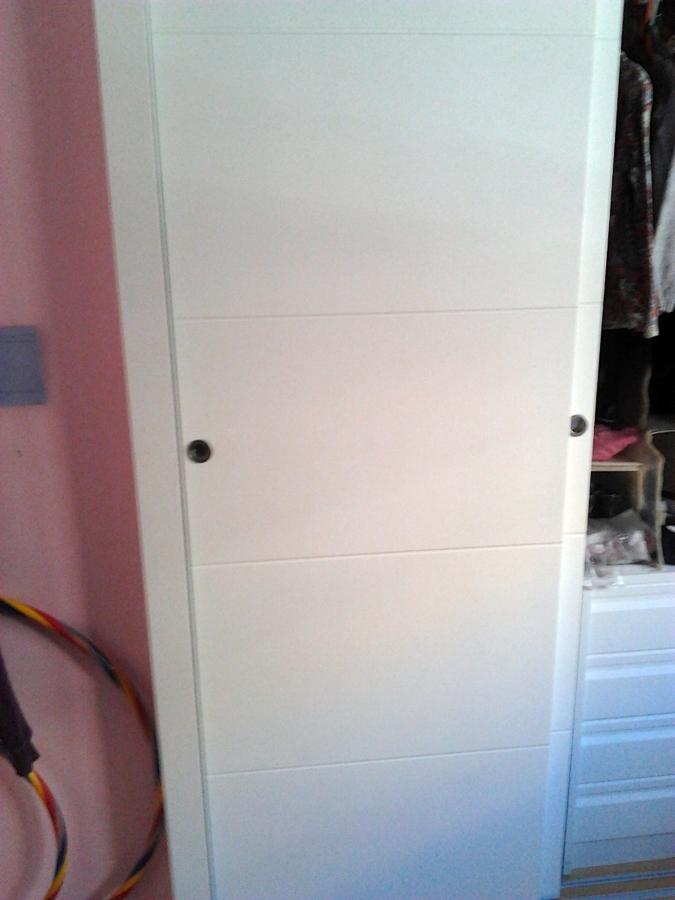 Foto frente de armario de puertas correderas lacadas en - Puertas lacadas en blanco ...