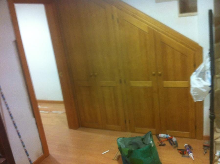 Foto frente de armario para hueco bajo escalera de reforgar 754527 habitissimo - Armario hueco escalera ...