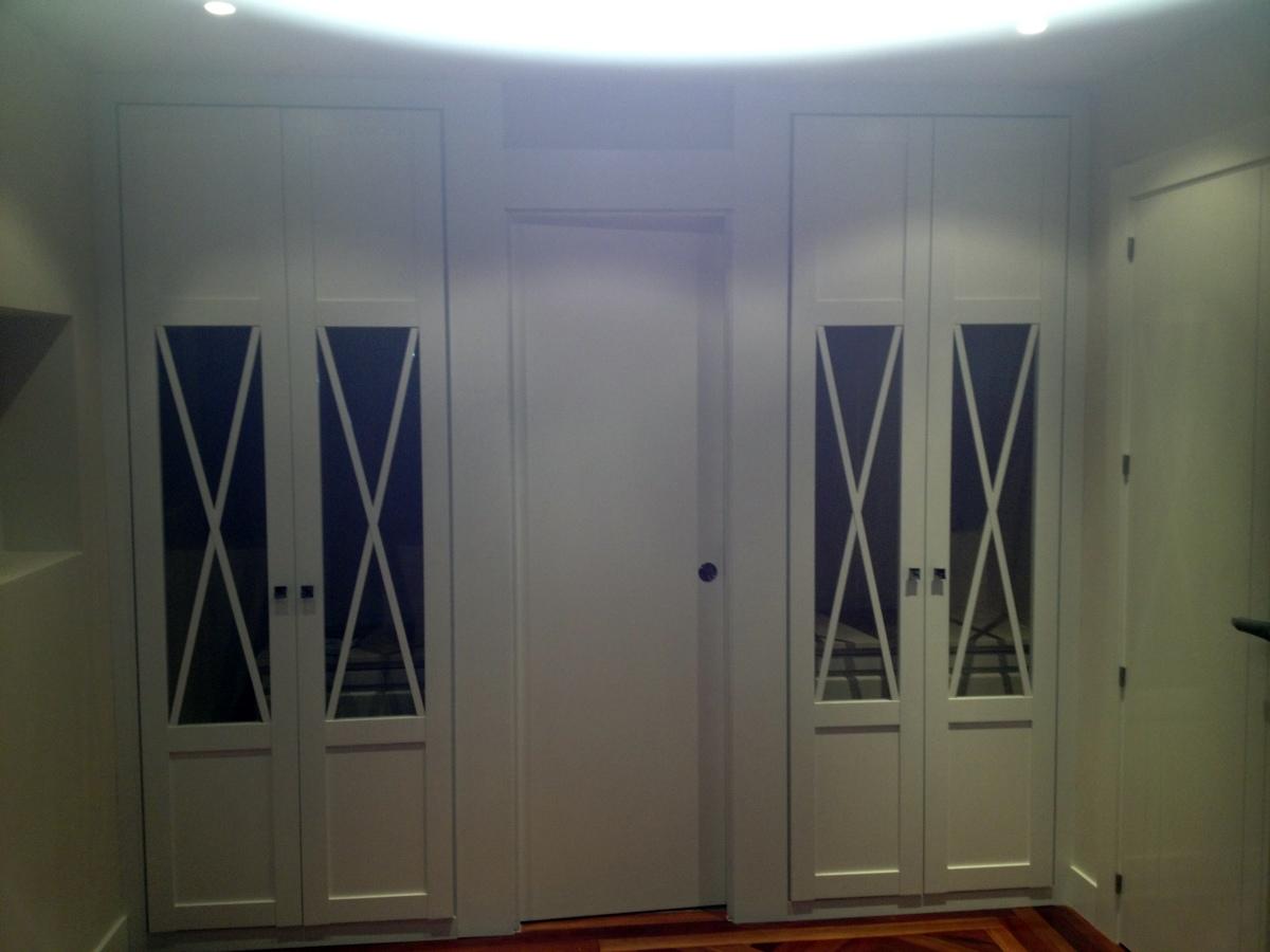 Frente de armario y puerta de baño