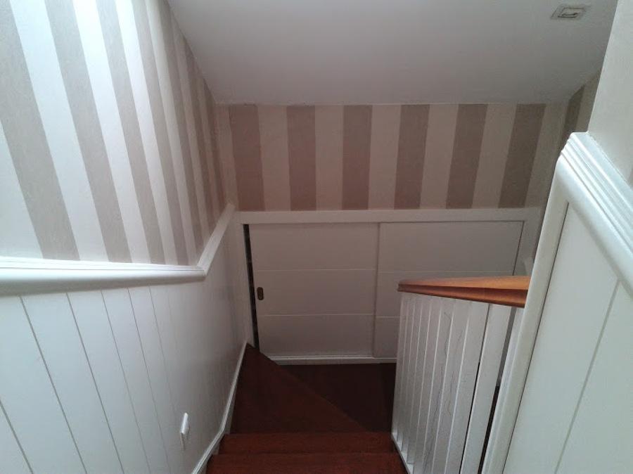 Foto friso y armario empotrado lacado en blanco de - Friso para pared ...