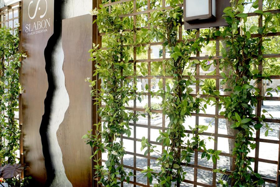 Foto fuente con celos a y jardinera de slabon forja - Celosia con jardinera ...