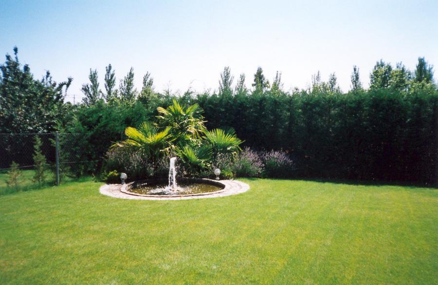 foto fuente y cesped de paisaje jardiner a profesional