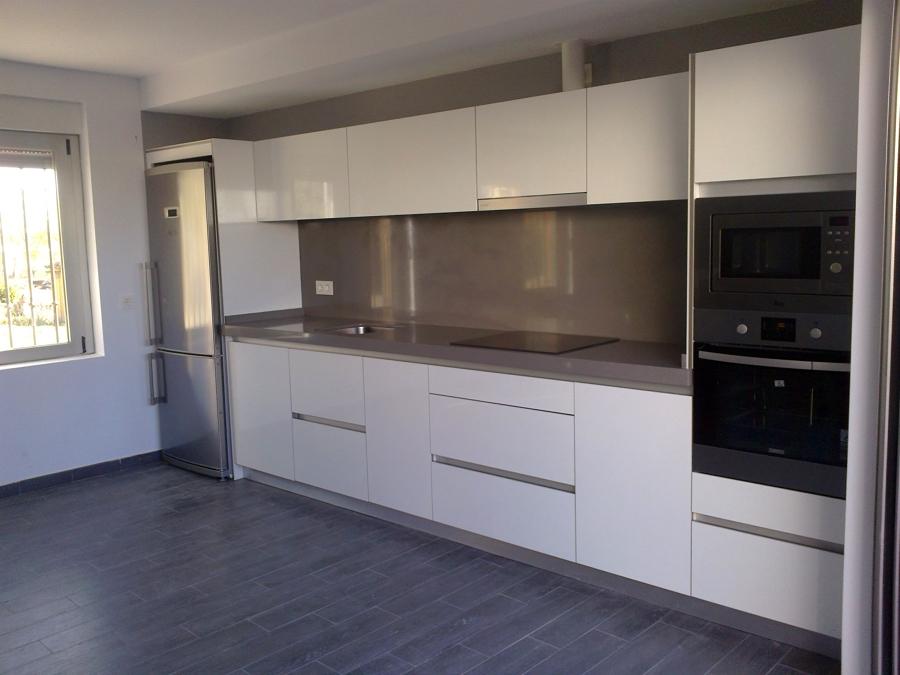 Foto glass blanco de muebles de cocina joyma 462044 for Muebles de cocina valladolid