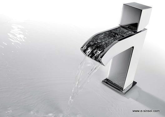 Foto grifo cascada lavabo exclusive de toldos y ba os sin for Grifo de cascada