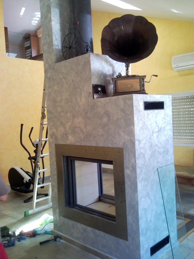 Foto hogar de le a a dos ambientes de chimeneas f nix - Chimeneas villalba ...