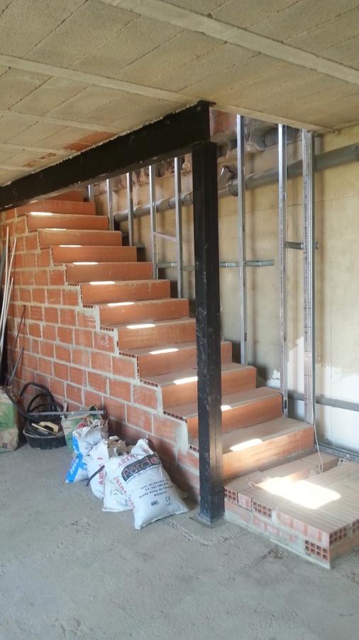 Foto hueco nuevo en forjado para escalera de arqyal for Huecos de escalera