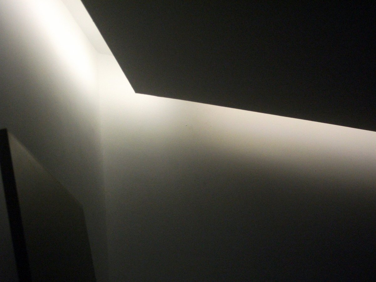Foto iluminaci n indirecta con tiras led de alfa projects - Iluminacion de techo ...