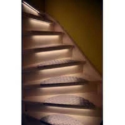Foto Iluminacion LED Escalera de Multiservicios Los Dolmenes