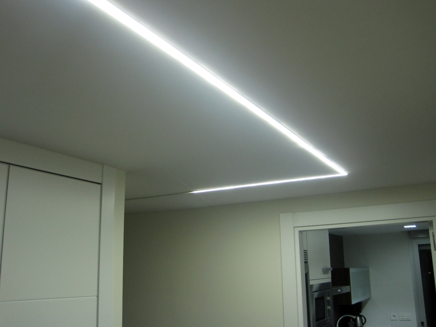 Foto iluminar el pasillo con leds de masluzactual 295472 habitissimo - Iluminacion salon led ...
