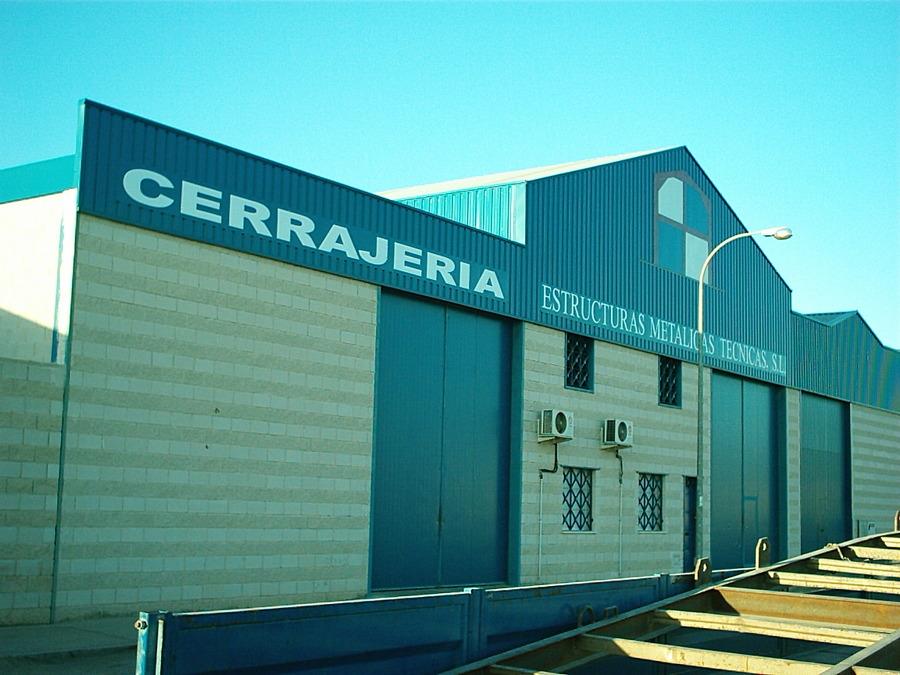 Nave Industrial de Carpintería Metálica