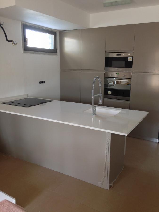 Foto cocina moka sin tirador de emef cocinas 1029979 for Cocinas castellon precios