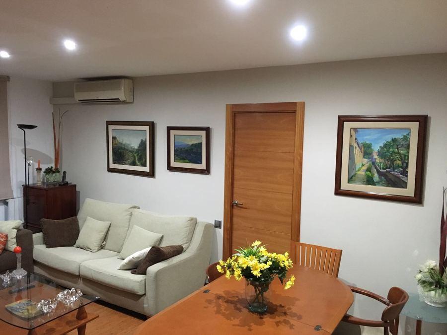 Pintura ecológica y luces led aprovechando los espacios y los muebles