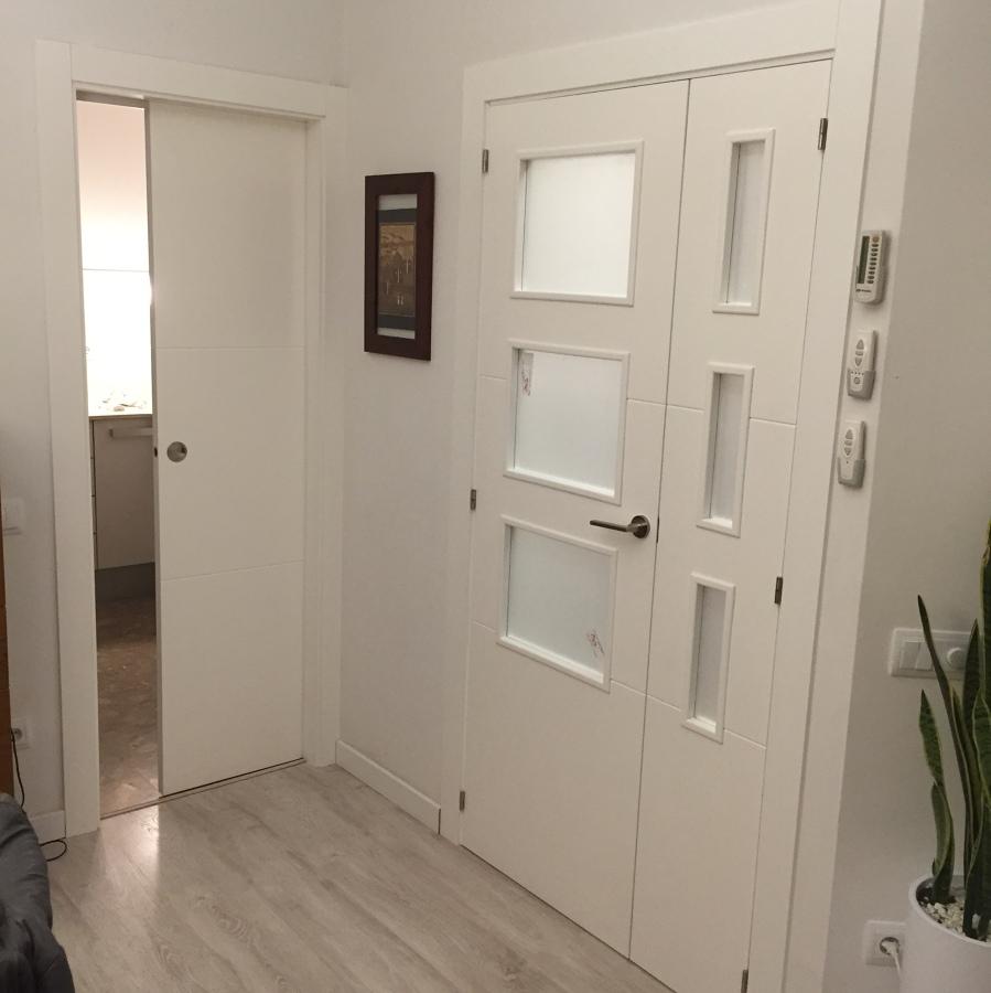 Puerta corredera cocina y puerta vidriera para salon